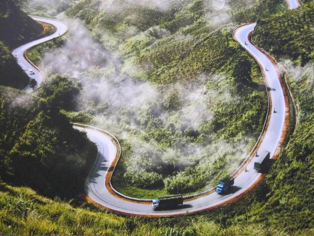 Dốc Pải Lủng uốn lượn với nhiều cua tay áo trước khi lên đỉnh đèo Mã Pí Lèng