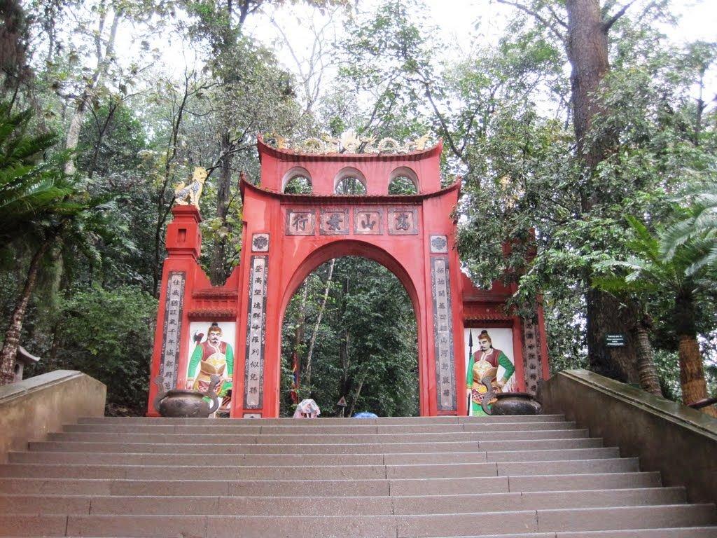 ại đây thường tổ chức lễ hội Đền Hùng hàng năm