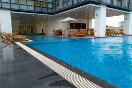 Hồ bơi khách sạn Green Plaza 4 sao