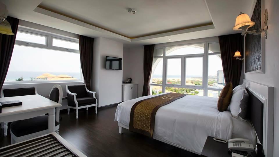 Phòng Deluxe Ocean View khách sạn Sea Phoenix Đà Nẵng