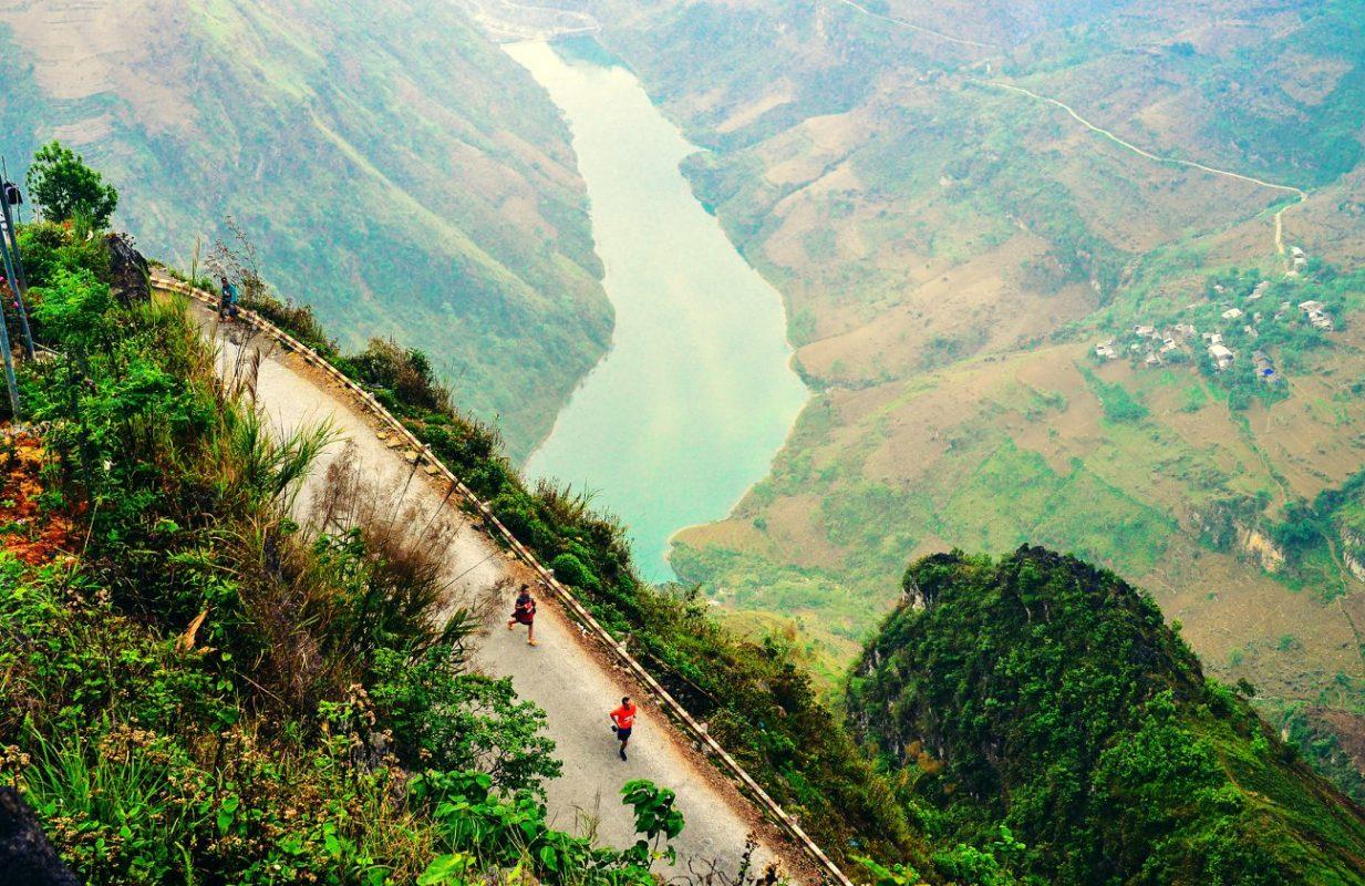 Địa hình của tỉnh Hà Giang khá phức tạp, có nhiều ngọn núi đá cao và sông suối