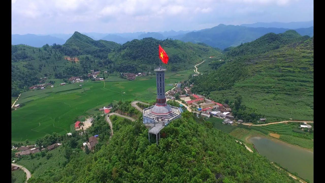Cột cờ Lũng Cú là một cột cờ quốc gia nằm ở đỉnh Lũng Cú hay còn gọi là đỉnh núi Rồng
