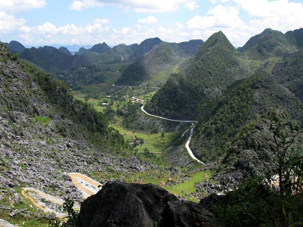 Cao nguyên đá Đồng Văn trải rộng qua 4 huyện Quản Bạ, Yên Minh, Mèo Vạc và Đồng Văn của tỉnh Hà Giang