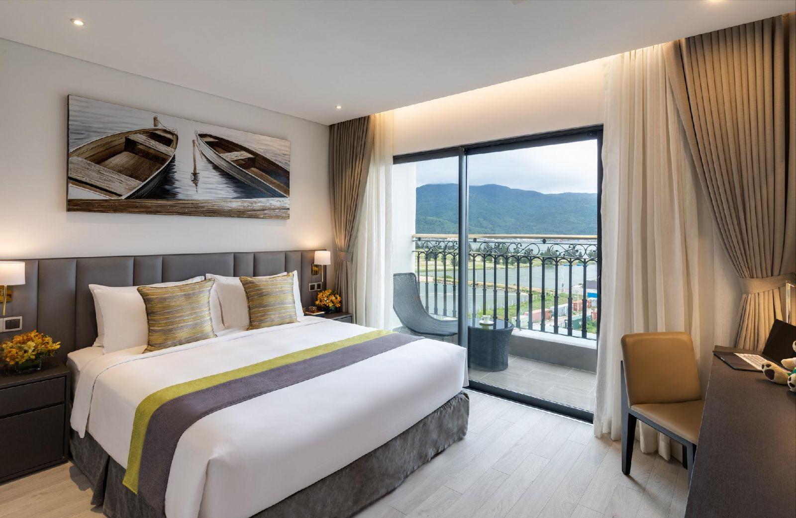 Phòng ngủ rộng rãi với những trang thiết bị hiện đại