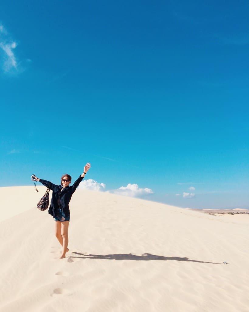 Đồi Cát Bay - một trong những bãi cát trải dài nhiêu cây số và lan rộng