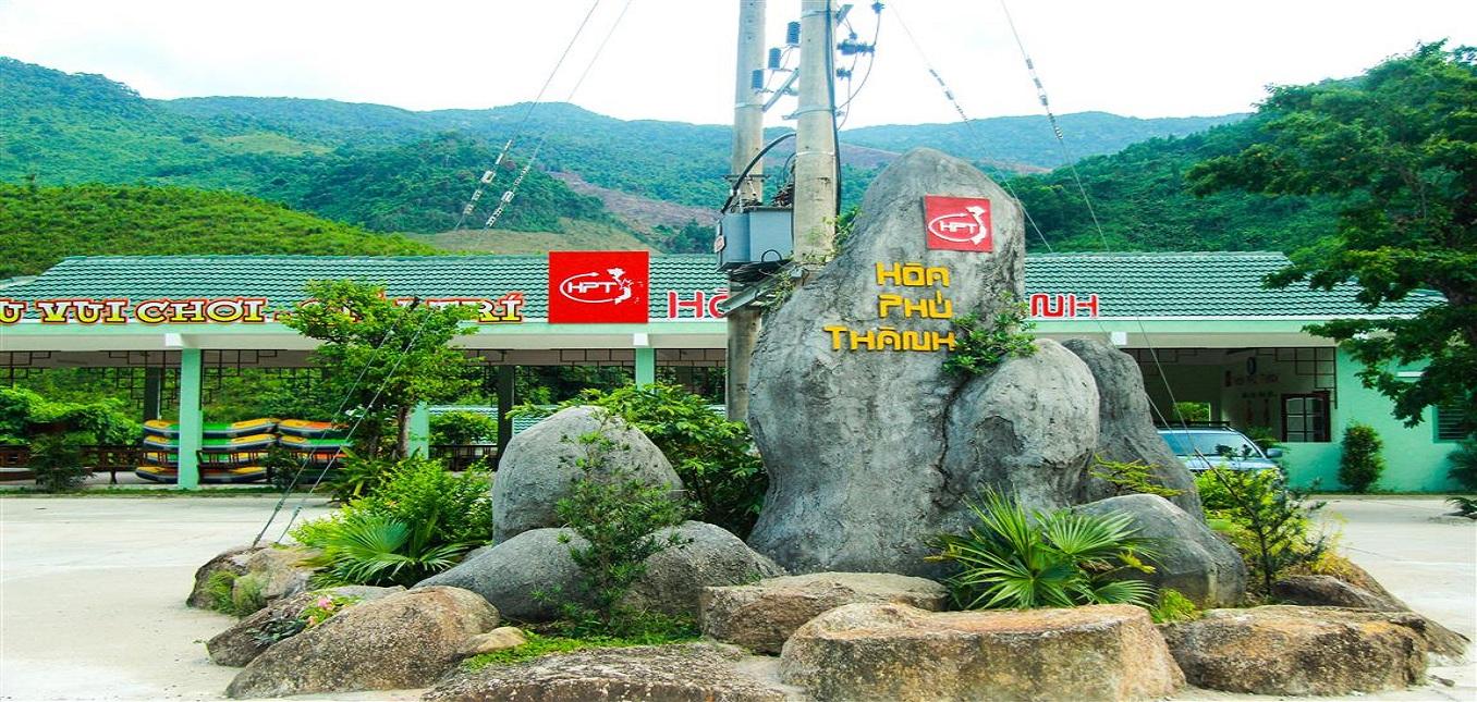 Khu du lịch Hòa Phú Thành - Trò chơi trượt thác đầy lý thú.