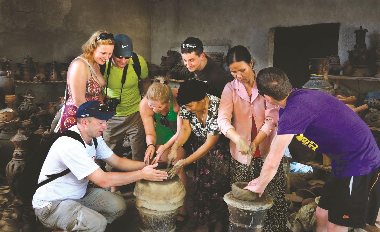 Làng Gốm Bàu Trúc là làng gốm cổ nhất Đông Nam Á