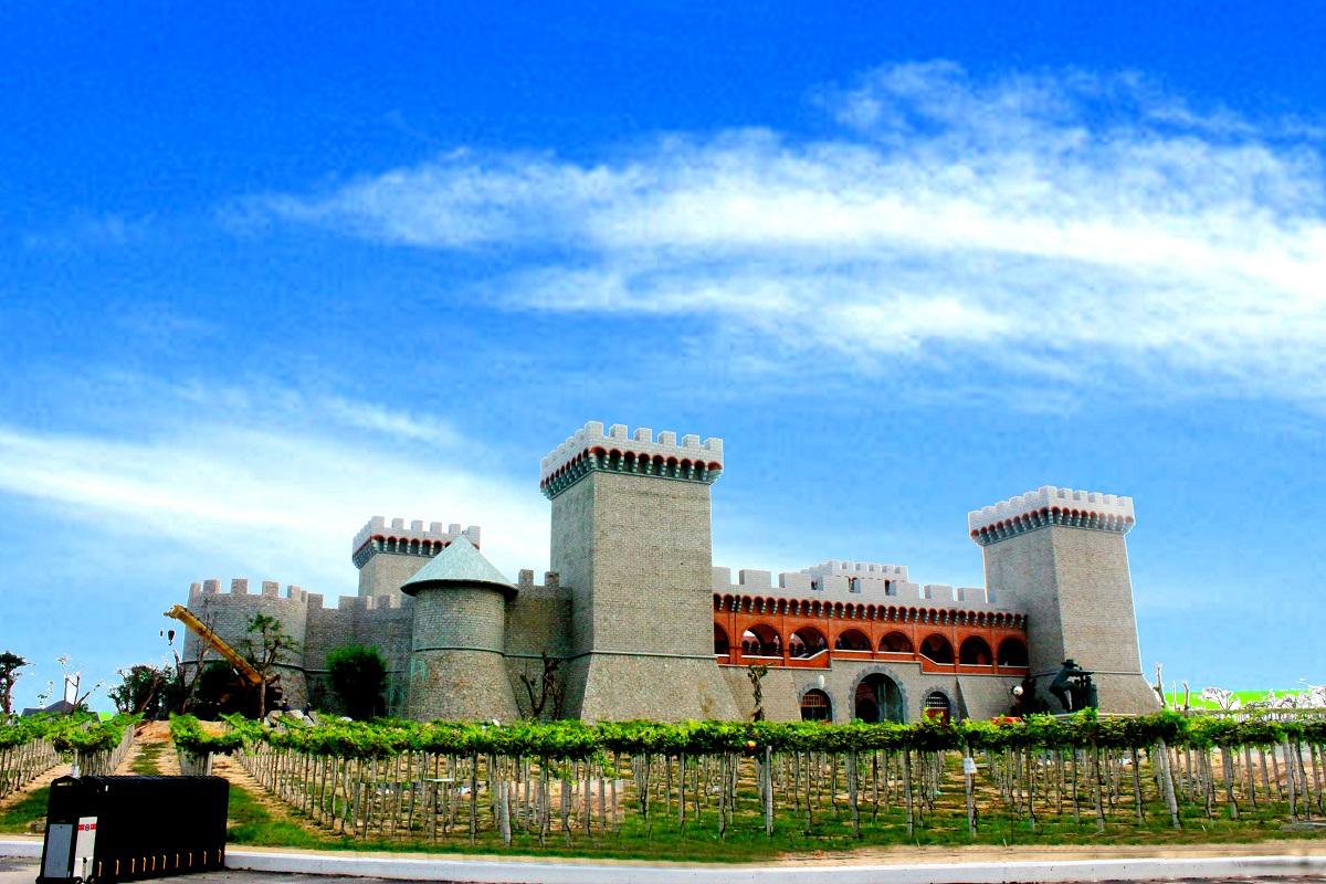Lâu Đài Rượu Vang - công trình kiến trúc ấn tượng tọa lạc trên diện tích rộng lớn đến 12.000 ha