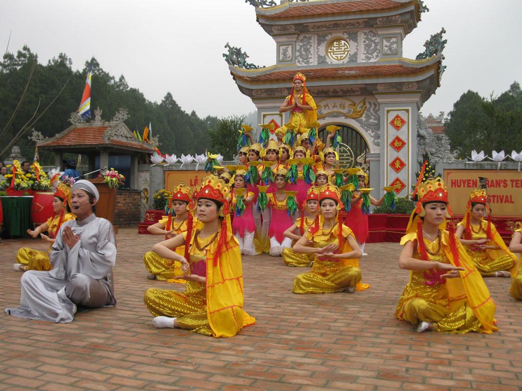 Lễ Hội Đền Huyền Trân Huế