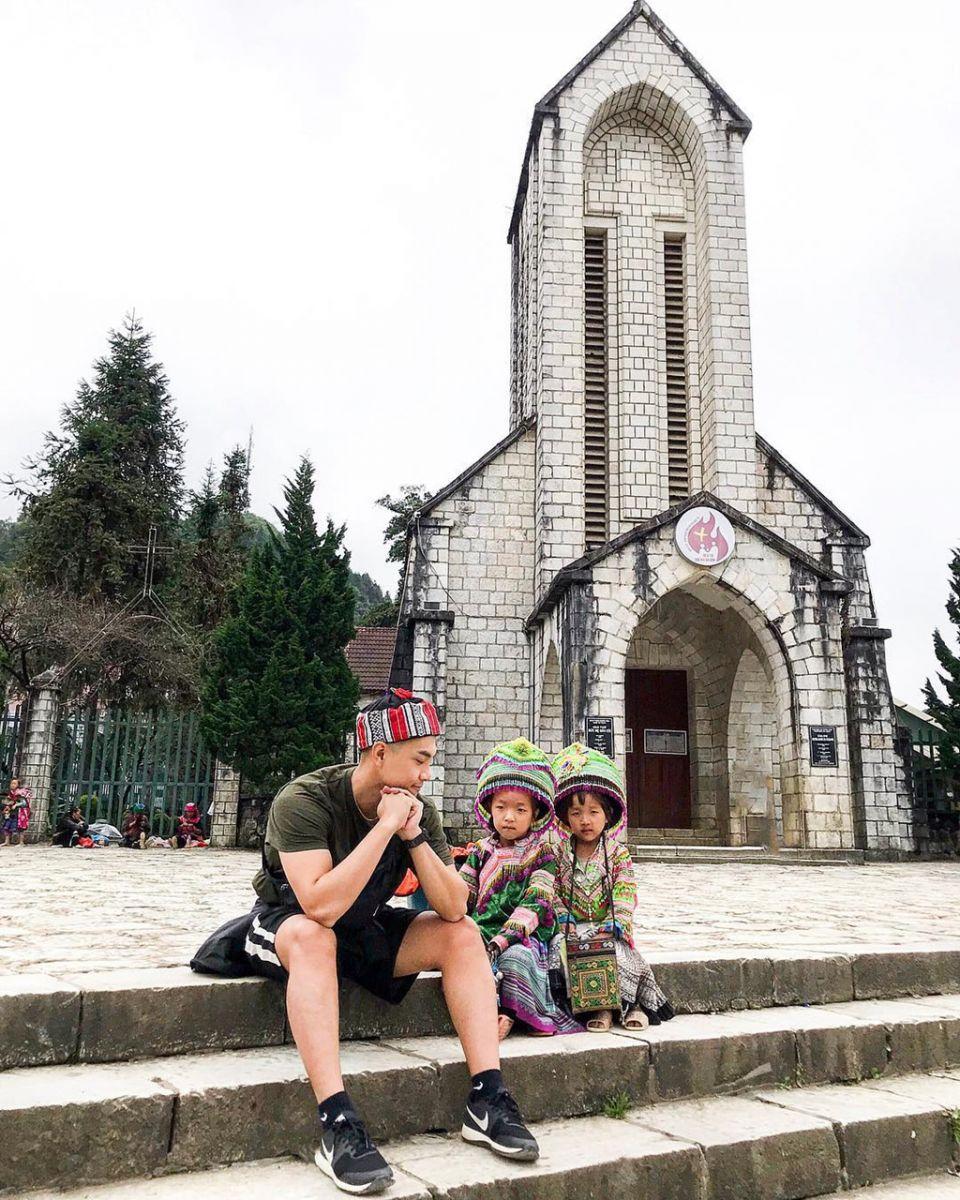 Đi tour du lịch Sapa thì không thể bỏ qua nhà thờ đá Sapa