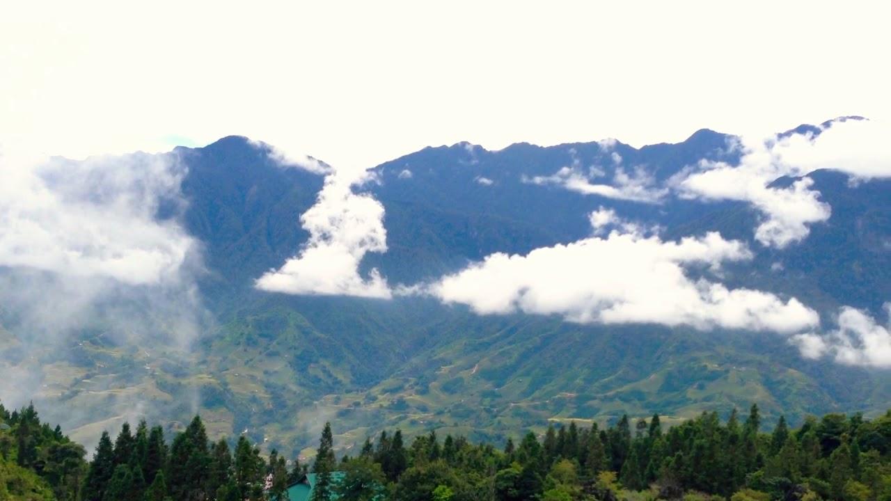 Đứng trên đỉnh núi Hàm Rồng, bạn được ngắm toàn cảnh Sapa